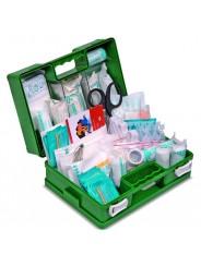 Trousse de secours travaux produits inclus BTP avec coffret vert en plastique à poignée